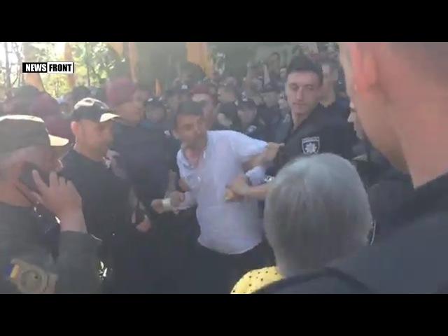 В Киеве произошли столкновения между полицией и вкладчиками банка Михайловский