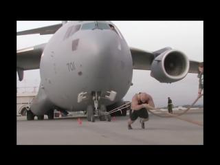 Самый сильный человек в мире.мужик тянет самолет!Рекорды Гинесса_HD