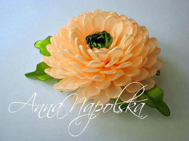 Пишна хризантема канзаши на заколці Пышная хризантема на заколке своими руками