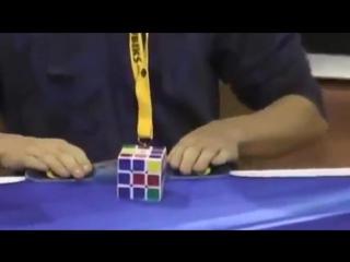 Мировые рекорды в сборке кубика Рубика на скорость