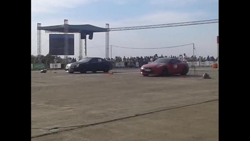 Cadilac 700hp vs Nissan GT R 35 650hp