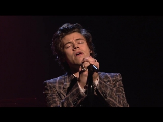Гарри Стайлс\ Harry Style ( One Direction) Sign of the Times телешоу Saturday Night Live 15 04 2017 Нью-Йорк, США.