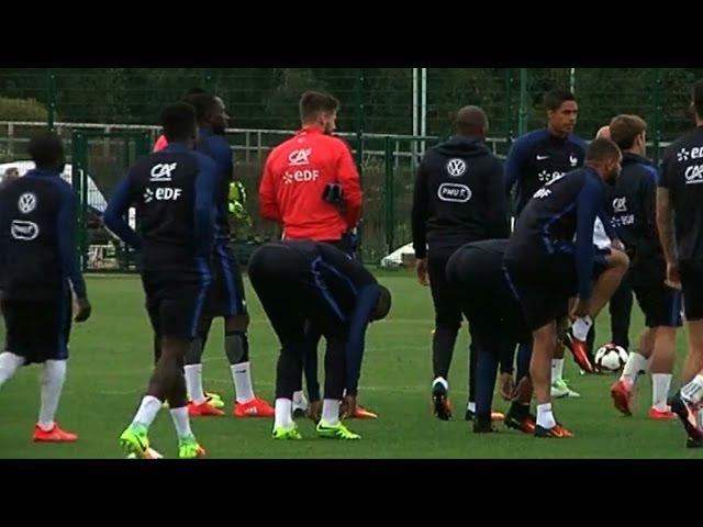 Беларускія заўзятары сустрэлі французскіх футбалістаў France équipe nationale à Minsk