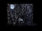 Боже, до чего же потрясающий танец под дождем
