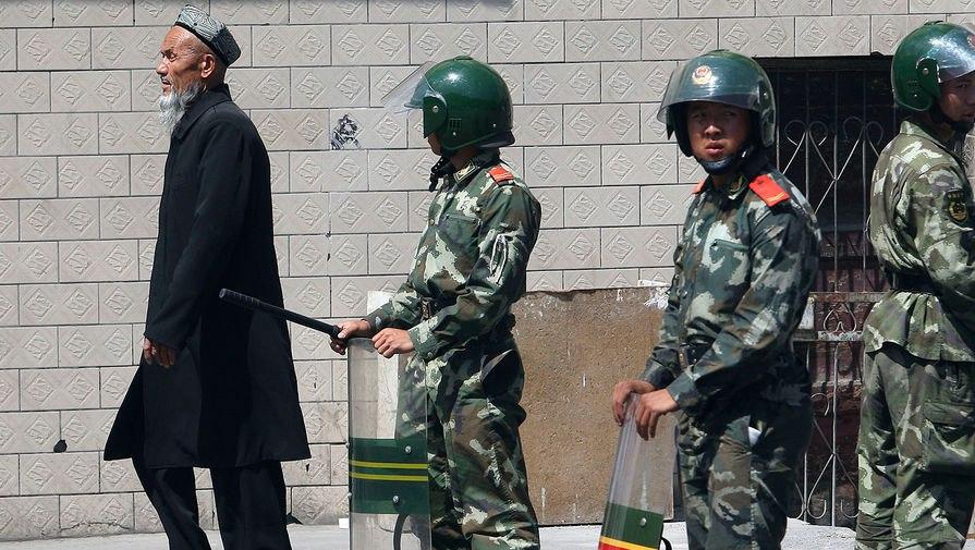 Китай принял новый закон по антиэкстремистских мер, который запрещает уйгурам носить бороды и хиджабы