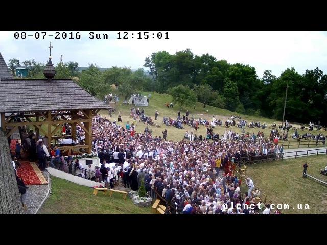 Тисячі людей спільно моляться у Крилосі на Всеукраїнській Патріаршій прощі Онлайн трансляція