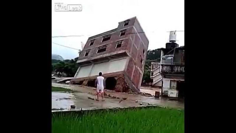 [VIDEO VIRAL] CASA EDIFICIO CONSTRUCCION SE DERRUMBA EN CHINA POR INTENSAS LLUVIAS