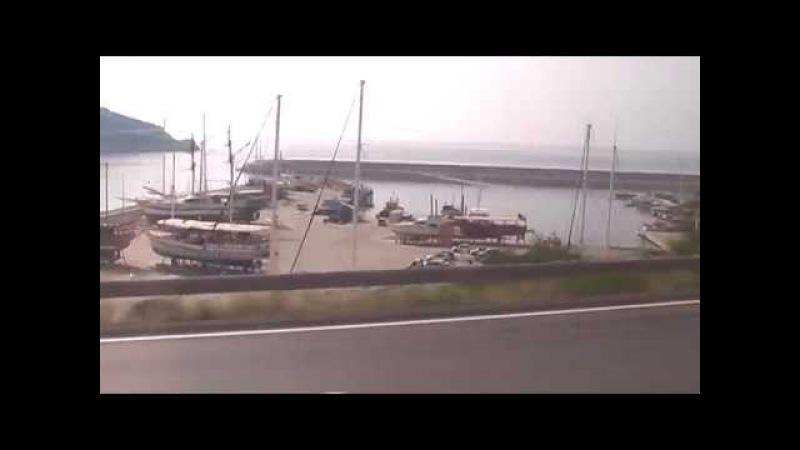 Їдемо побережжям Анталії в Кемер. Гід розповідає про відпочинок в Туреччині
