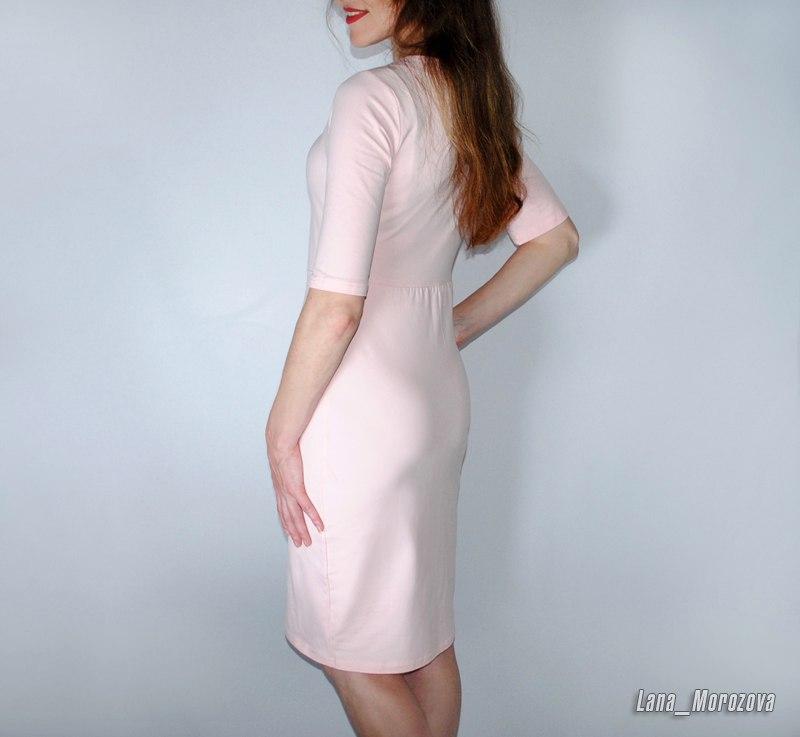 Платье для изящной зефирки в ясном розовом цвете и квадратными пуговками