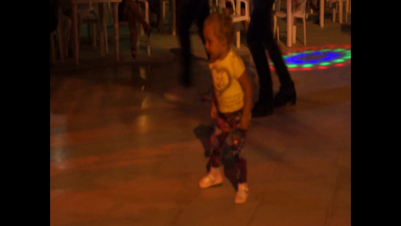 Звезда туниского танцпола
