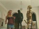 Розыгрыш со скелетом