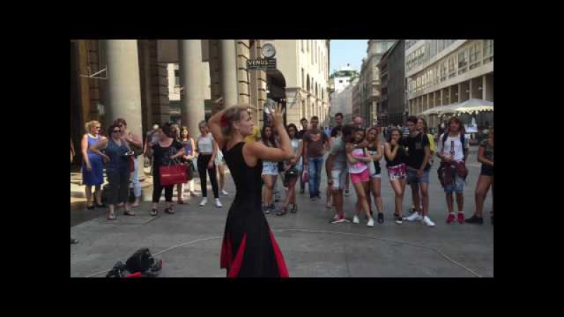 Amazing, stunning street artist contact juggler's performance @ Duomo, Milan by Zuzana from Slovakia