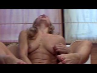 Мама украла у сына спиннер и начала мастурбировать. Порно ролик 18+ Секс Эротика Порнуха Ебля Сиськи Ебет Насилует Дрочит