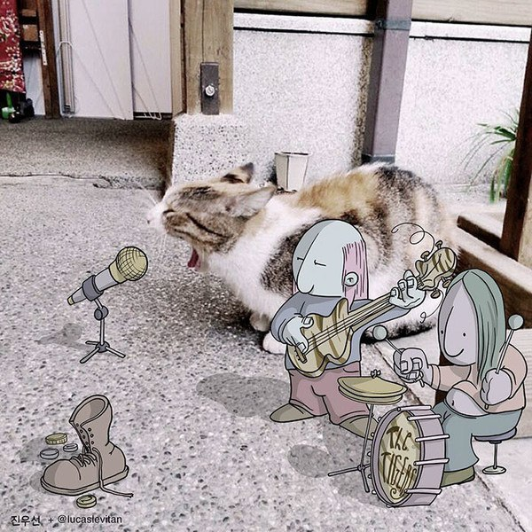 Художник оригинально дополняет фотографии из интернета. Фантазия, ты к