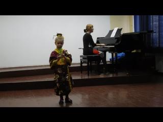 Юлиана 5 лет. Блок флейта. Японская детская песенка.