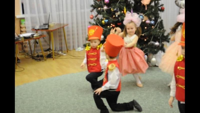 Солдатики Куколки (моя КУКОЛКА такая умничка...) _ НГ праздник в детском саду_ декабрь 2016