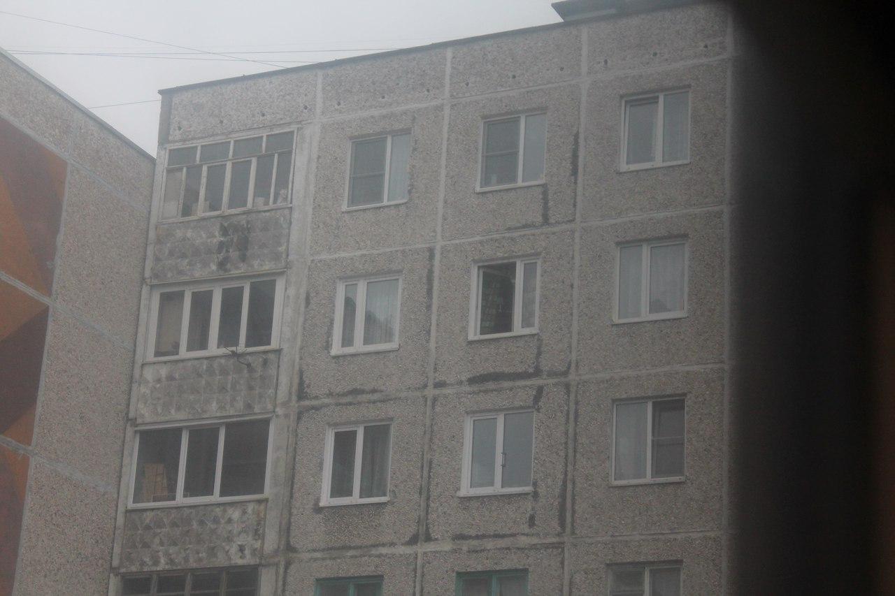 Жительница Мурманска угрожала выкинуть ребенка в окно