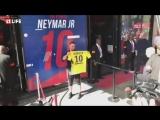 Фанаты ПСЖ выстроились в гигантскую очередь за футболками Неймар