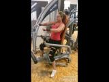 Тренировка грудных мышц с акцентом на верхний пучок.
