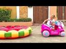 Ребенок сбежал из дома! Самостоятельные смешные дети играют во взрослые игрушки...