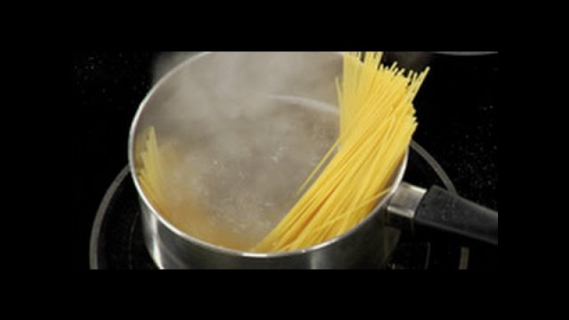 Как правильно отварить макароны (спагетти) / от шеф-повара / Илья Лазерсон / Обед б...