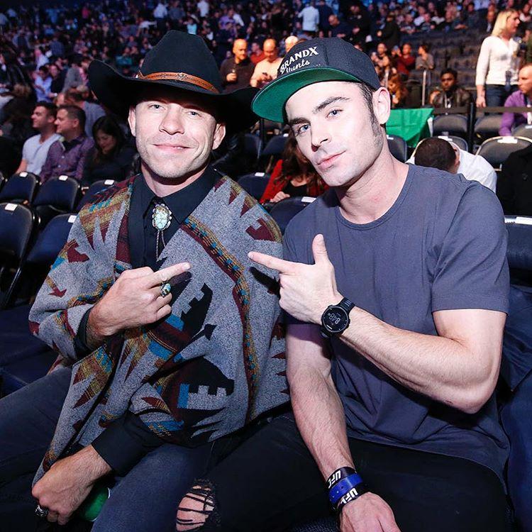 Зак Эфрон и Дональд Серроне на UFC 205