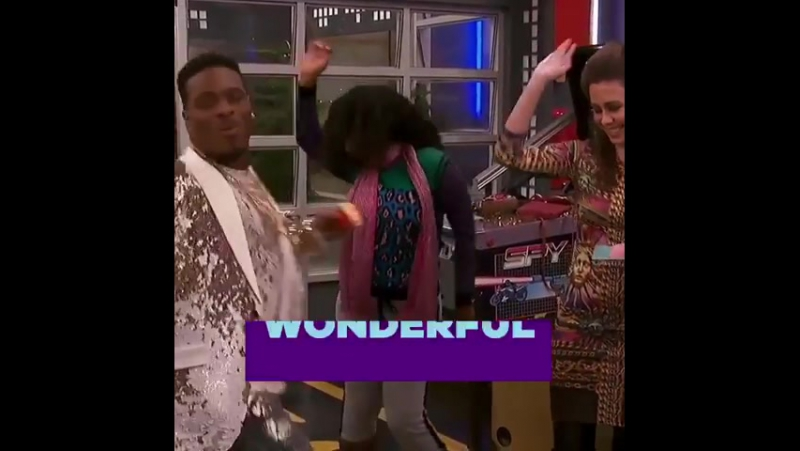 Grab a SpaghettiTaco start random dancing! The GameShakers are celebrating 10 years of iCarly on Saturday's new episode! 🎶