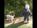 Маруся выгуливает собаку