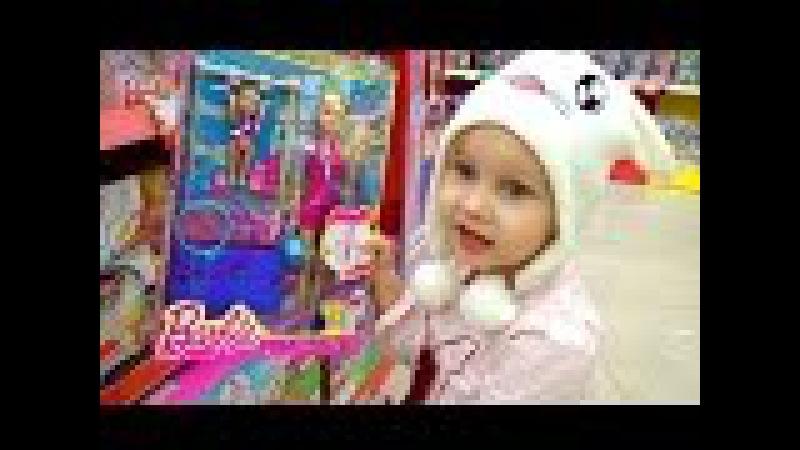 Алиса покупает ИГРУШКИ Барби, Батуты и развлечения для детей Entertainment for children Barbie doll