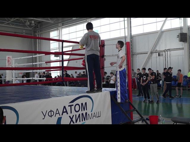 Канцарин Миша (красный угол) - первый бойКубок городов Нижегородской области