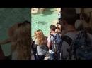 Нудист в римском фонтане