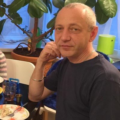 Анатолий Левин