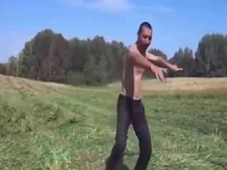 МУжик классно отжигает!ржач!Man class annealed ! rzhach