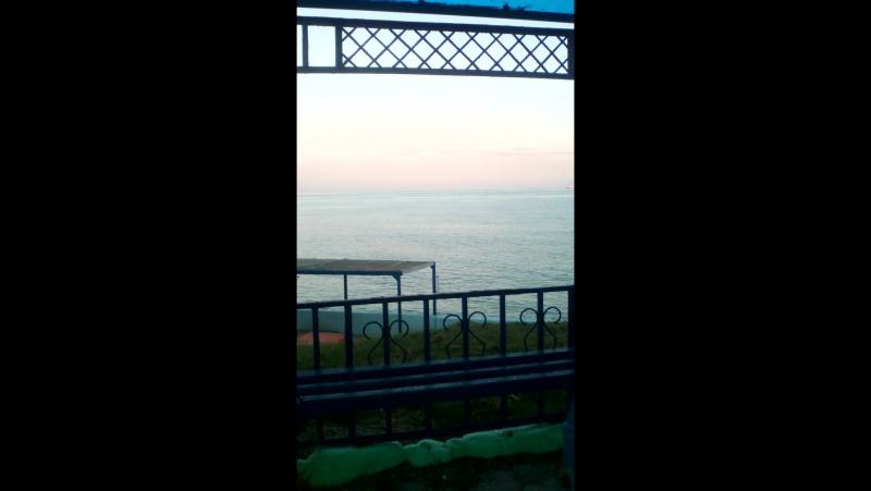 Пока что весь наш лагерь участвовал в какой то фигне, я сидела и грустила на берегу моря, красиво 😍
