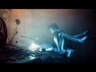 Ленинград — Кольщик с подходящей песней от режиссера клипа (Biting Elbows - 'Bad Motherfucker' )