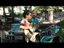 Кто дал ему в руки бас-гитару Парень красавец