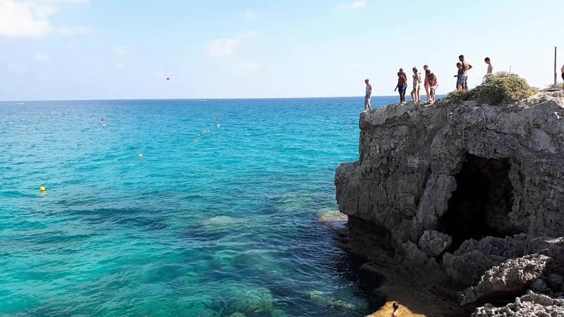 Кипр Нисси Бич Nissi beach Прыжок со скалы