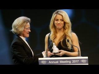 Shakira recebe o Crystal Awards no Fórum Econômico Mundial (Davos, Suíça - 16/01/2017)