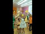 танец с осенним листьями! группа 8 ...2 корпус!