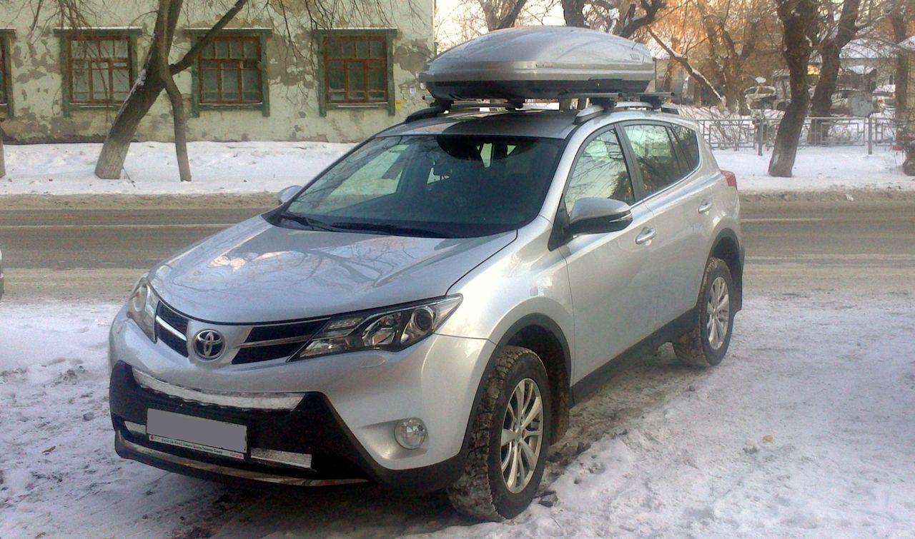 Багажник и бокс на крышу Toyota Rav 4 с рейлингами.