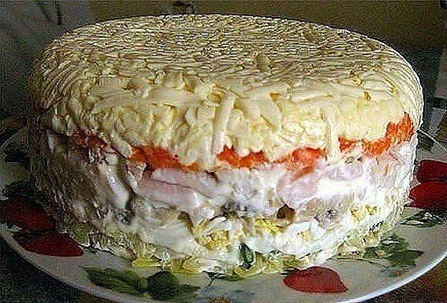 Слоёный салат с грибами. Состав: картофель 2 шт. яйцо 4