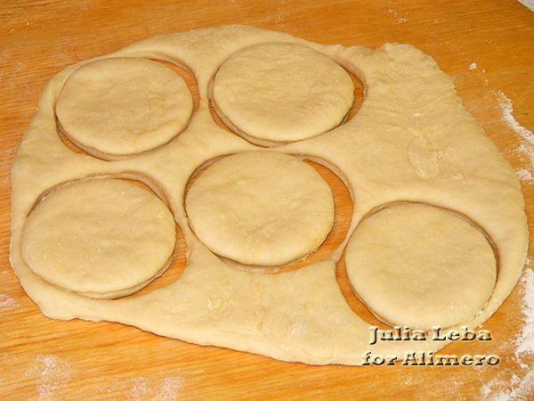 Вкусные и быстрые пончики Ингредиенты: - 500 мл варенца
