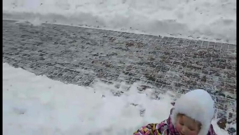 18-12-2016 Настя на тюбинге катится с горы. Тамбов.