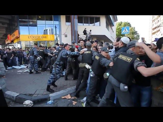 Курбан-Байрам в Москве. Мусульмане прорывают полицейское оцепление