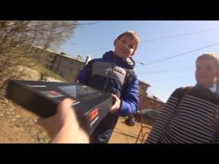 Подарил Случайным Школьникам Мышку и Игровую Клавиатуру за 5000 рублей!!!