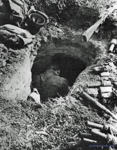Красноармеец, погибший в своем окопе. 1941г