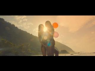 Love  Kisses 81 (Lesbian MV)