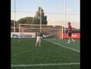 Дочка принесла Гризманну мяч, чтобы Антуан еще раз пробил по воротам.