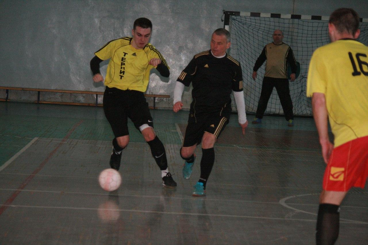До окончания Открытого Чемпионата г. Харцызска по мини-футболу НМФЛ остался всего один тур, а с победителем определиться всё пока не удаётся