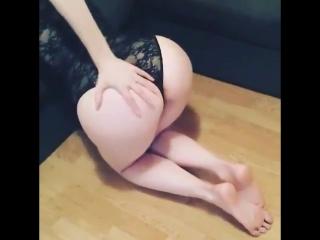 Девушек в первый раз в попку  порно видео на